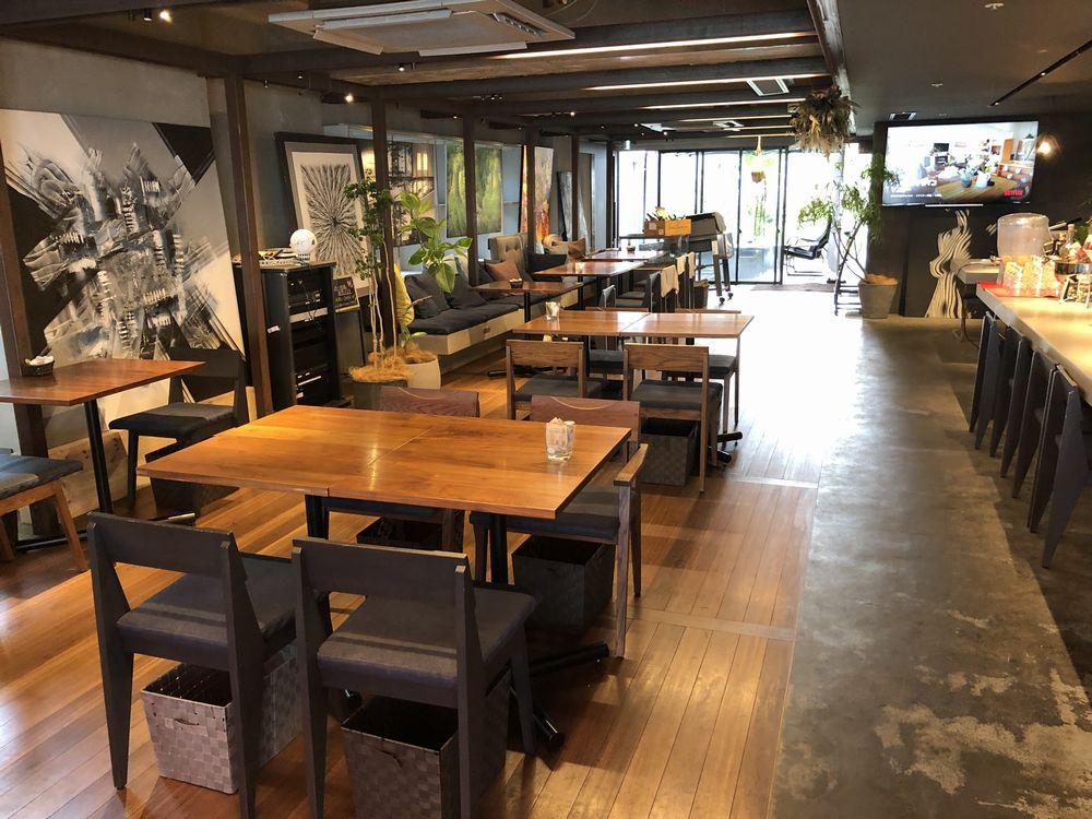 cafe +8101の店内席