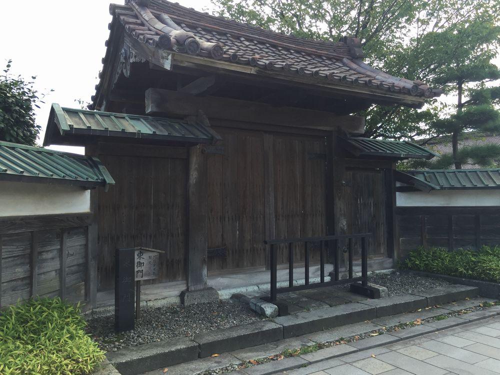 致道館・東御門