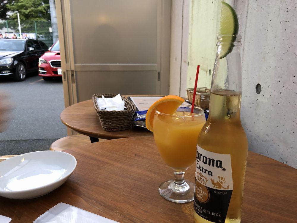 千歳船橋駅のcureの屋外席のハイテーブル