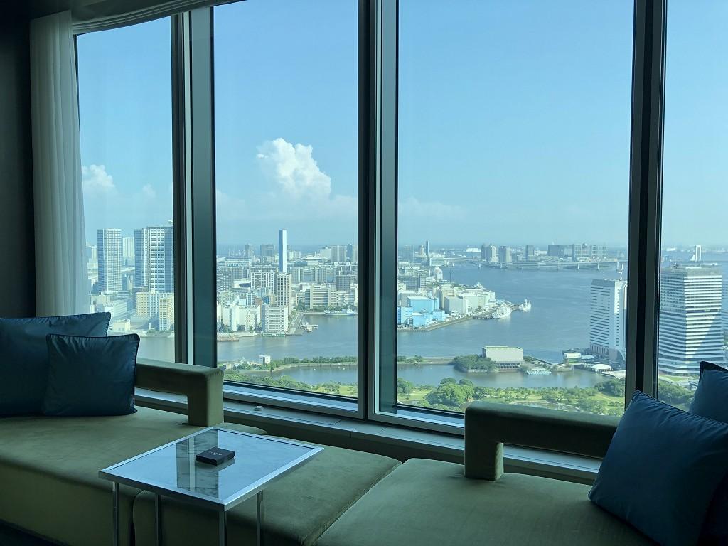 コンラッド東京の大きな窓