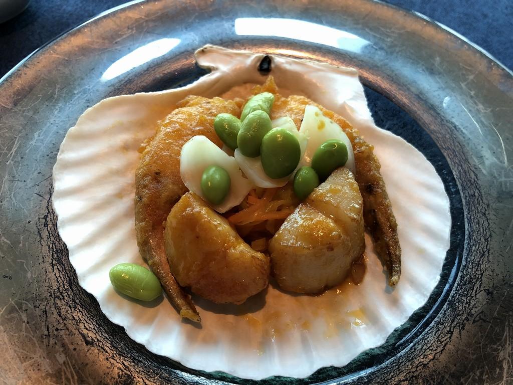 コンラッド東京の「チャイナブルー」のホタテのカニ爪の黄金ソース
