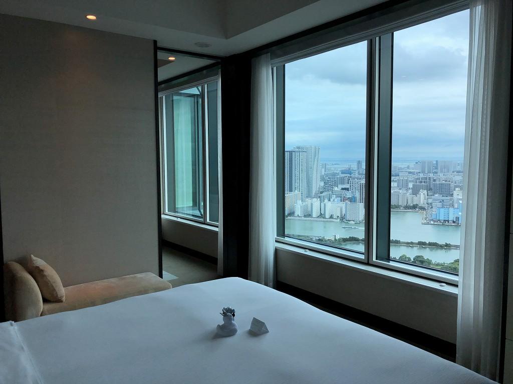 コンラッド東京のエグゼクティブベイビュースイートのベッドルーム2