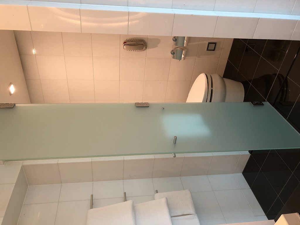 コンラッド東京のエグゼクティブベイビュースイートのバスルームのトイレ