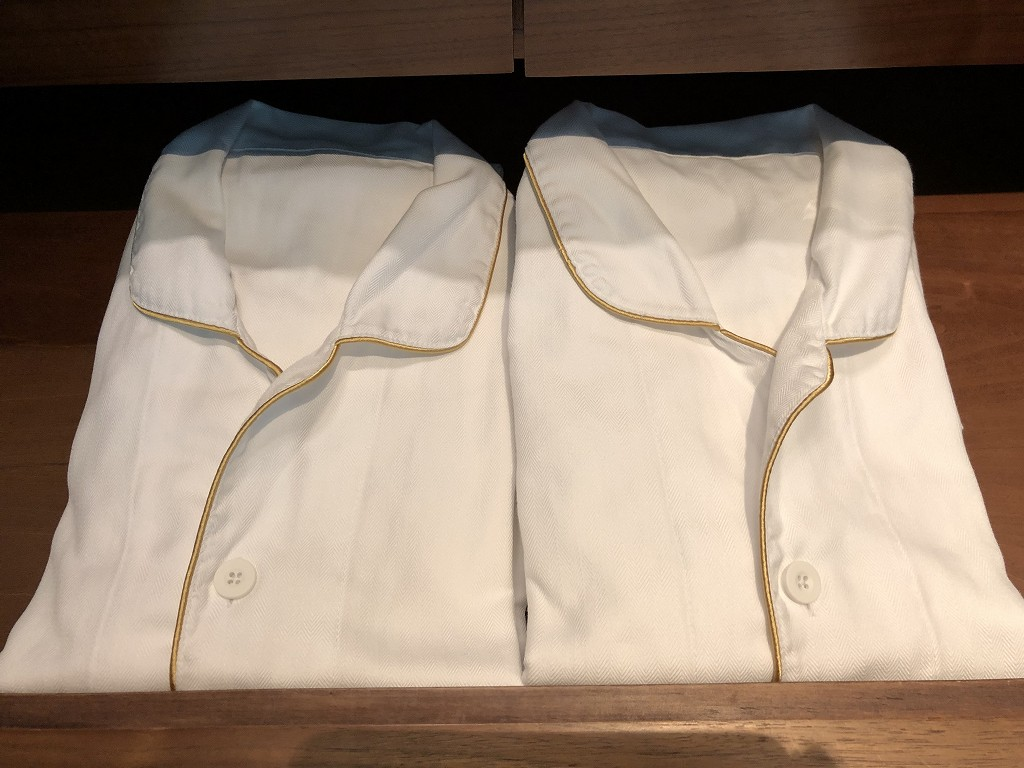 コンラッド東京のエグゼクティブベイビュースイートのパジャマ