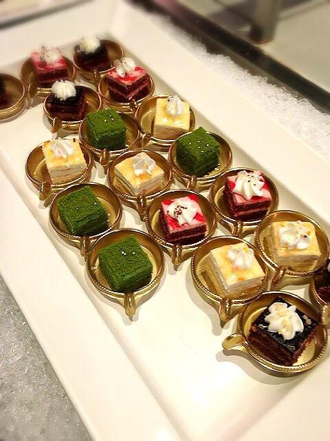 コートヤード・マリオット銀座東武ホテルのランチブッフェのミニケーキ