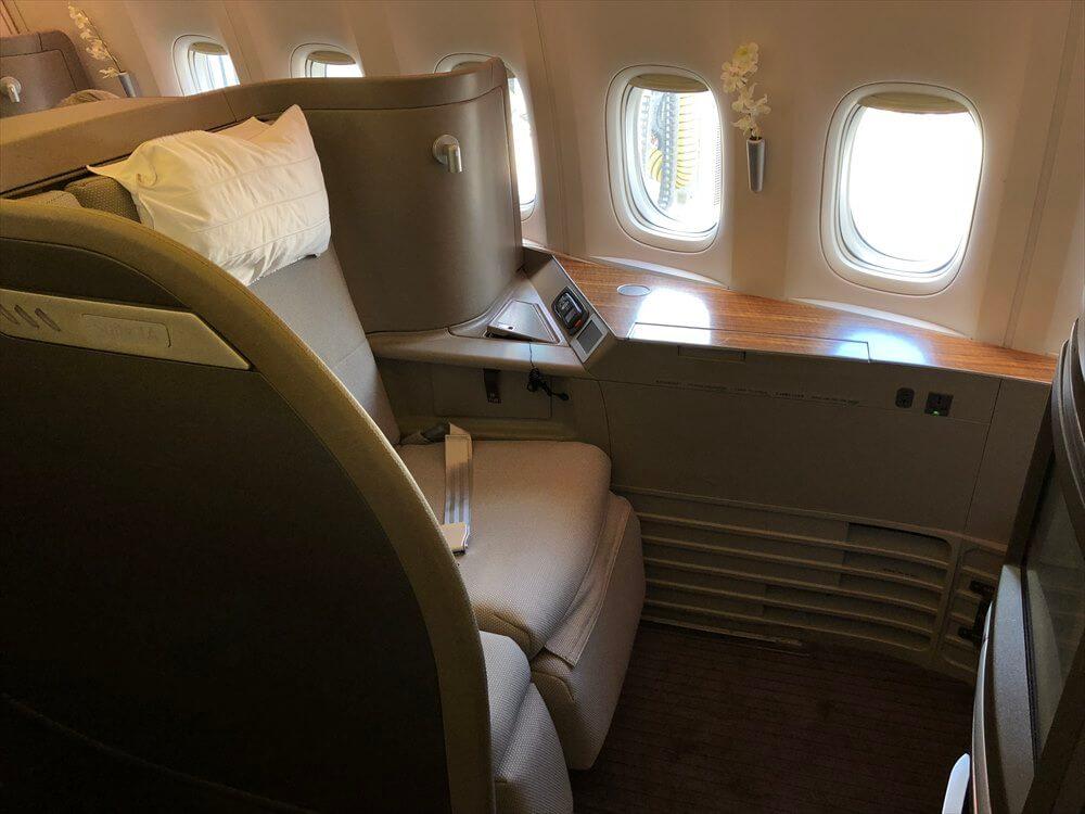 CX548便ファーストクラスの座席2