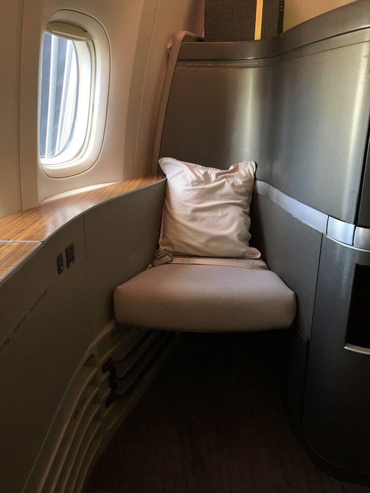 CX548便ファーストクラスの座席3