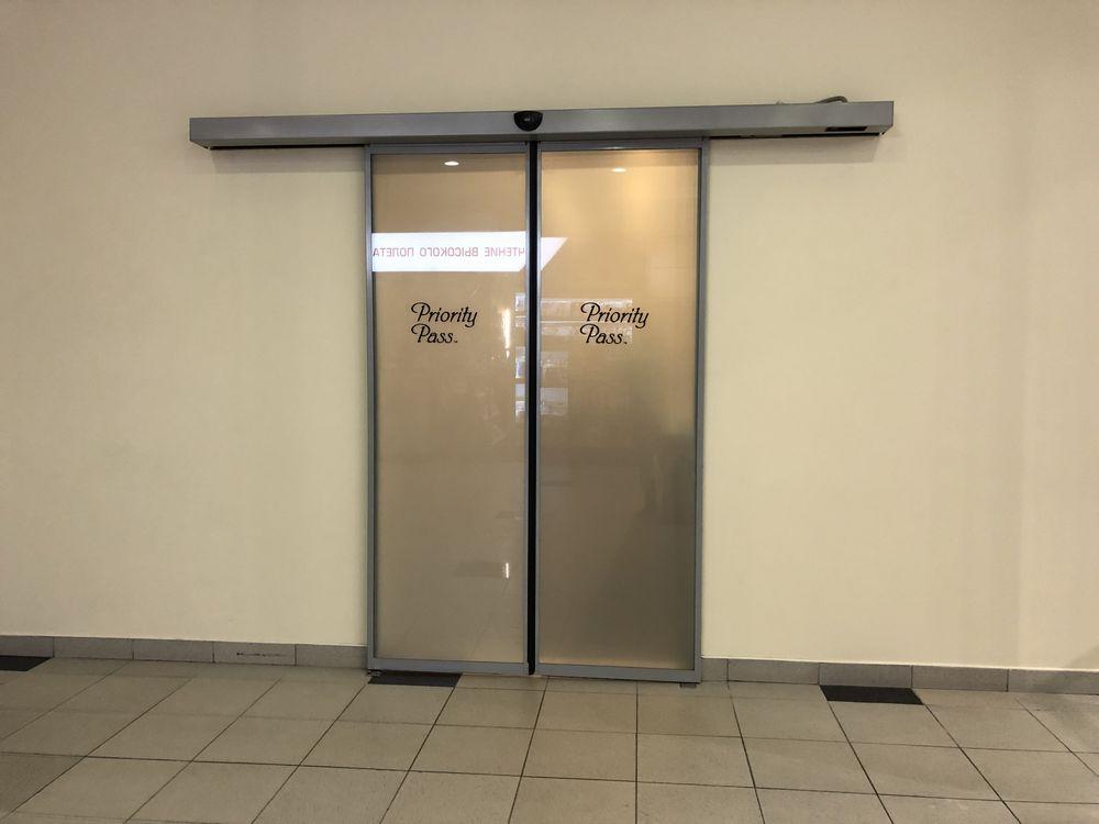 ドモジェドヴォ空港(DME)のプライオリティ・パス ビジネスラウンジの入口