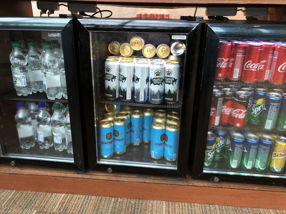 ドモジェドヴォ空港(DME)のプライオリティ・パス ビジネスラウンジのぬるいビール