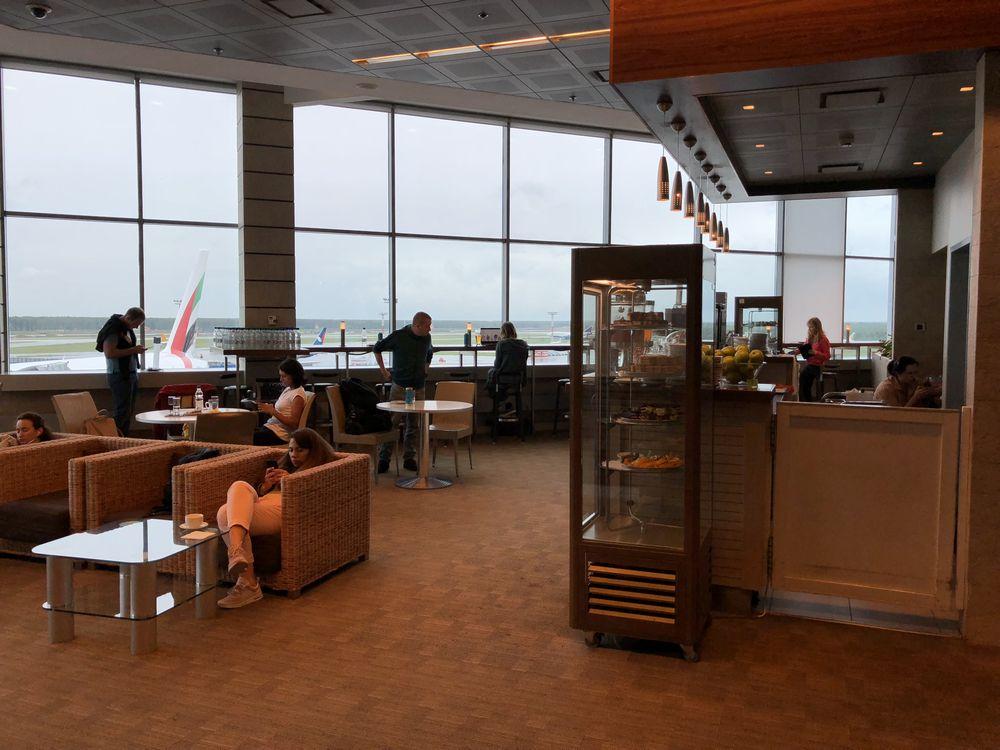 ドモジェドヴォ空港(DME)のプライオリティ・パス ビジネスラウンジの内観2