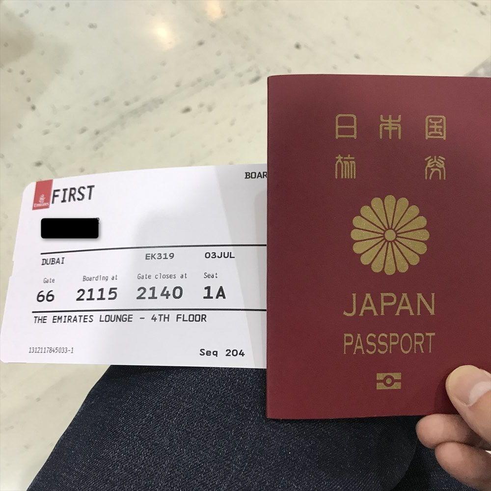 EK319便のファーストクラス搭乗券