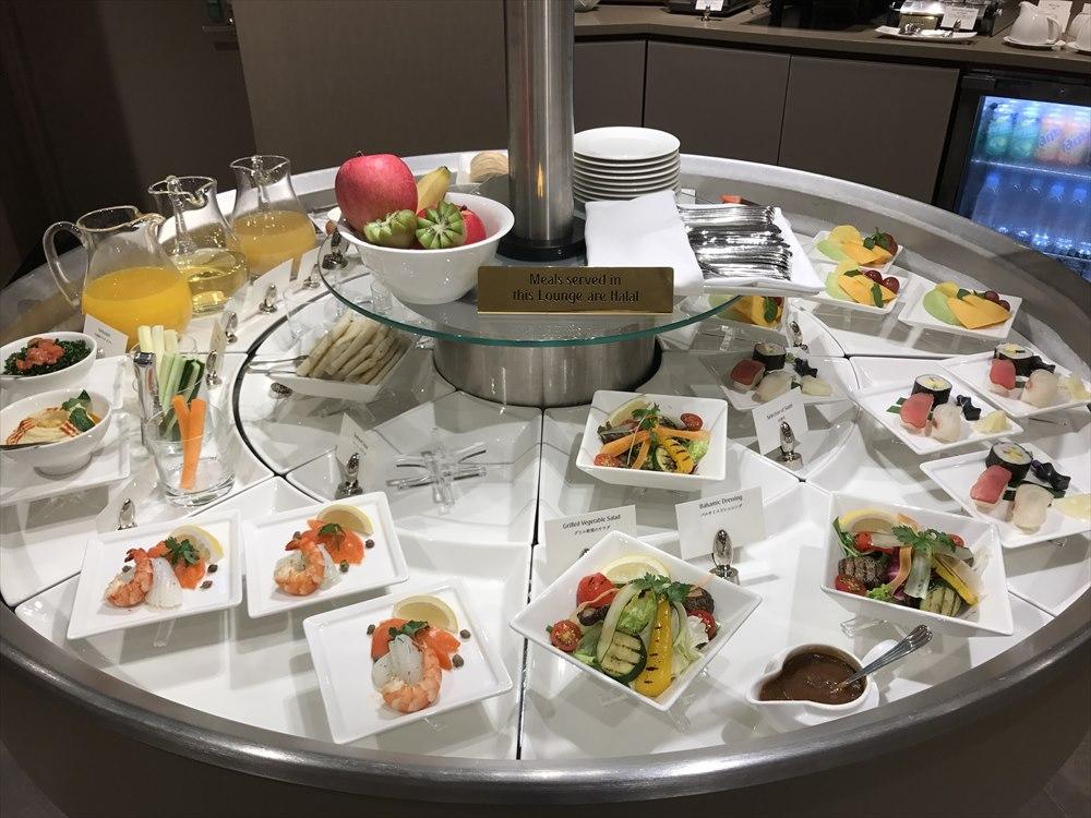 成田空港のエミレーツラウンジの食事
