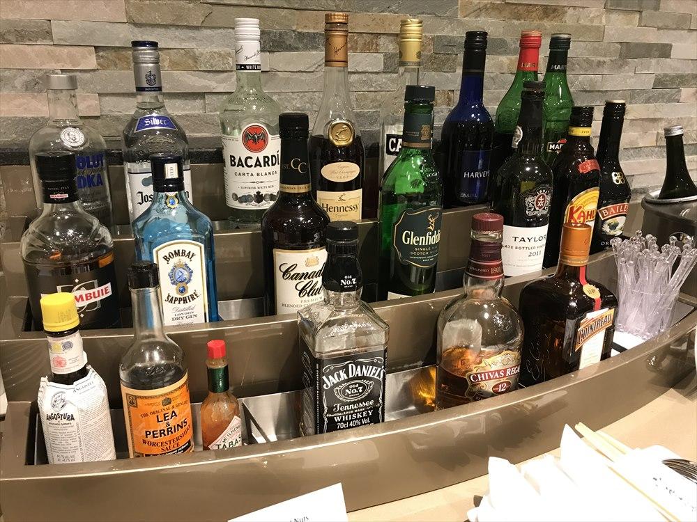 成田空港のエミレーツラウンジのお酒