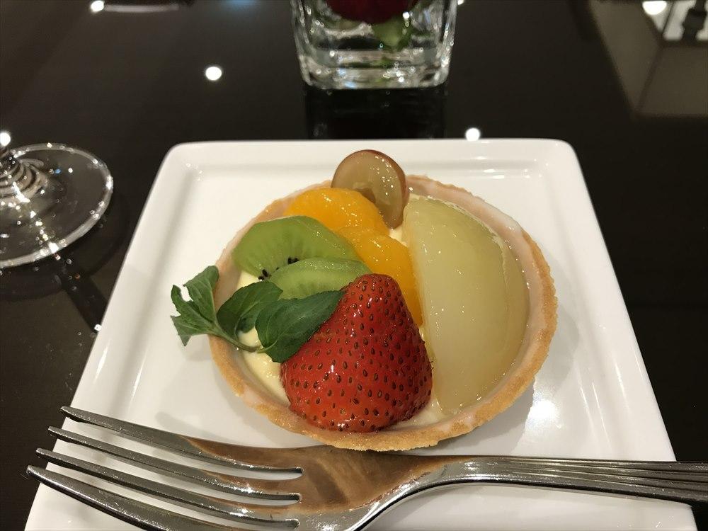 成田空港のエミレーツラウンジのデザート