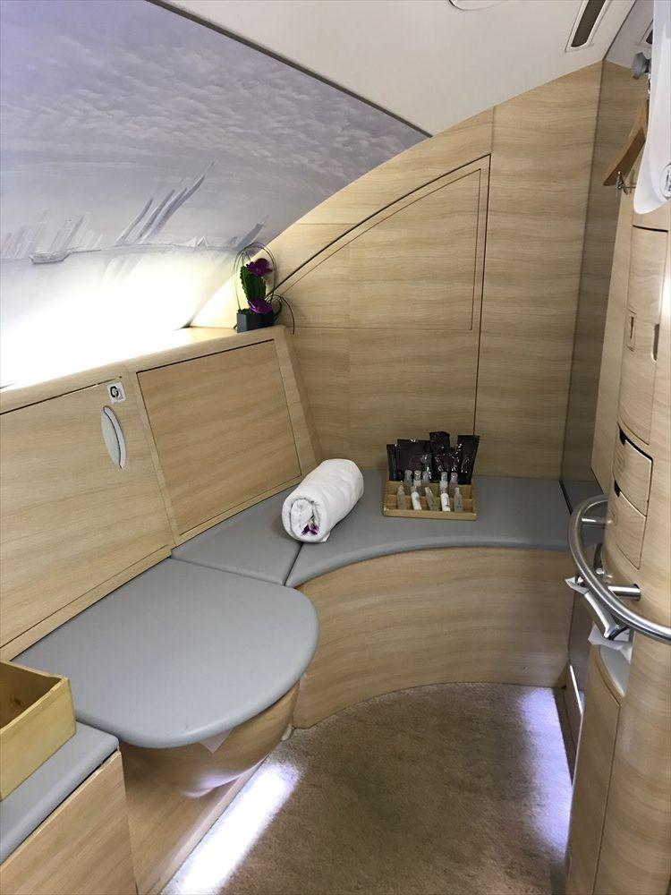 エミレーツ航空エアバスA380のシャワールーム1