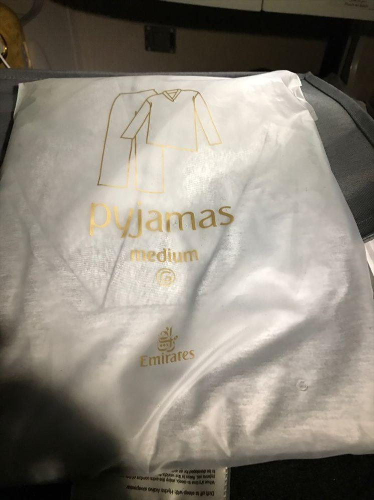 エミレーツ航空エアバスA380のファーストクラスのパジャマ