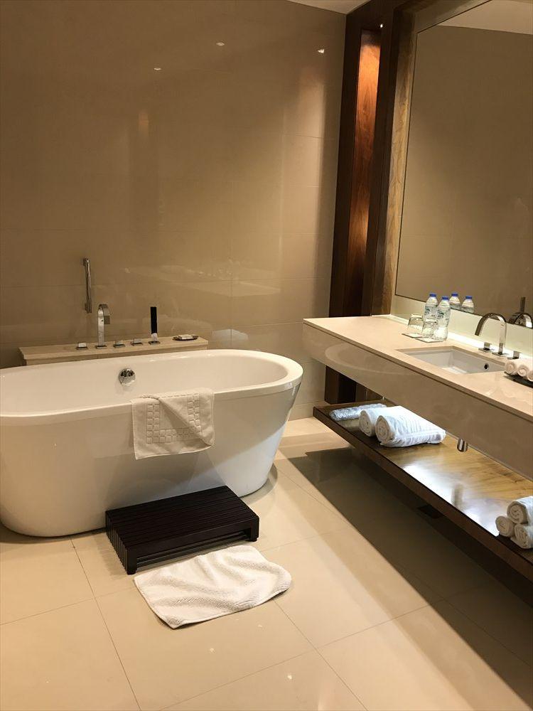 JWマリオット・マーキス・ホテル ドバイのバスルーム1