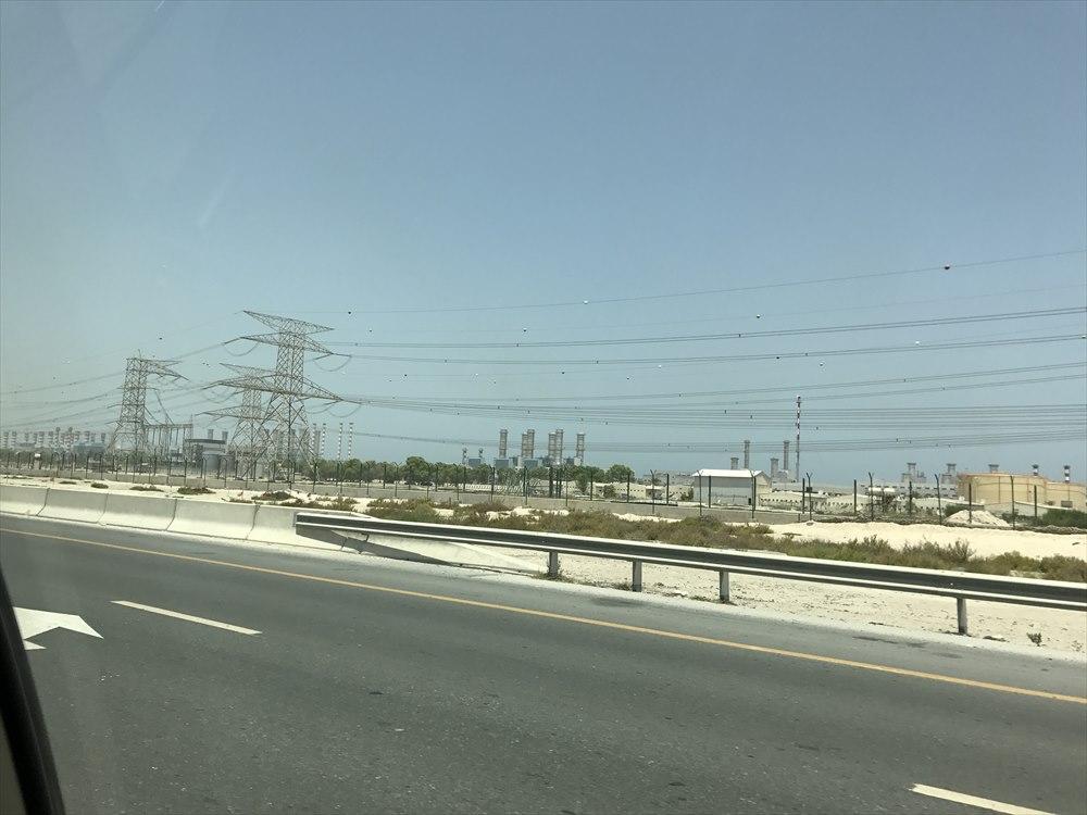 ドバイの送電線