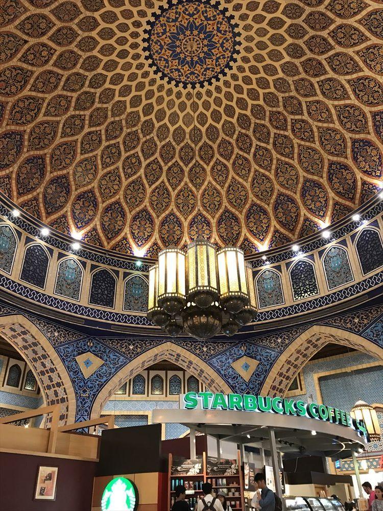 イブン・バトゥータ・モールのスタバのアラベスク模様