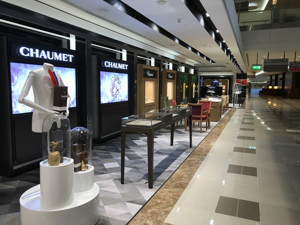ドバイ空港のエミレーツファーストクラスラウンジの免税店