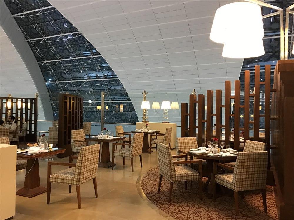 ドバイ空港のエミレーツファーストクラスラウンジのFine Dining