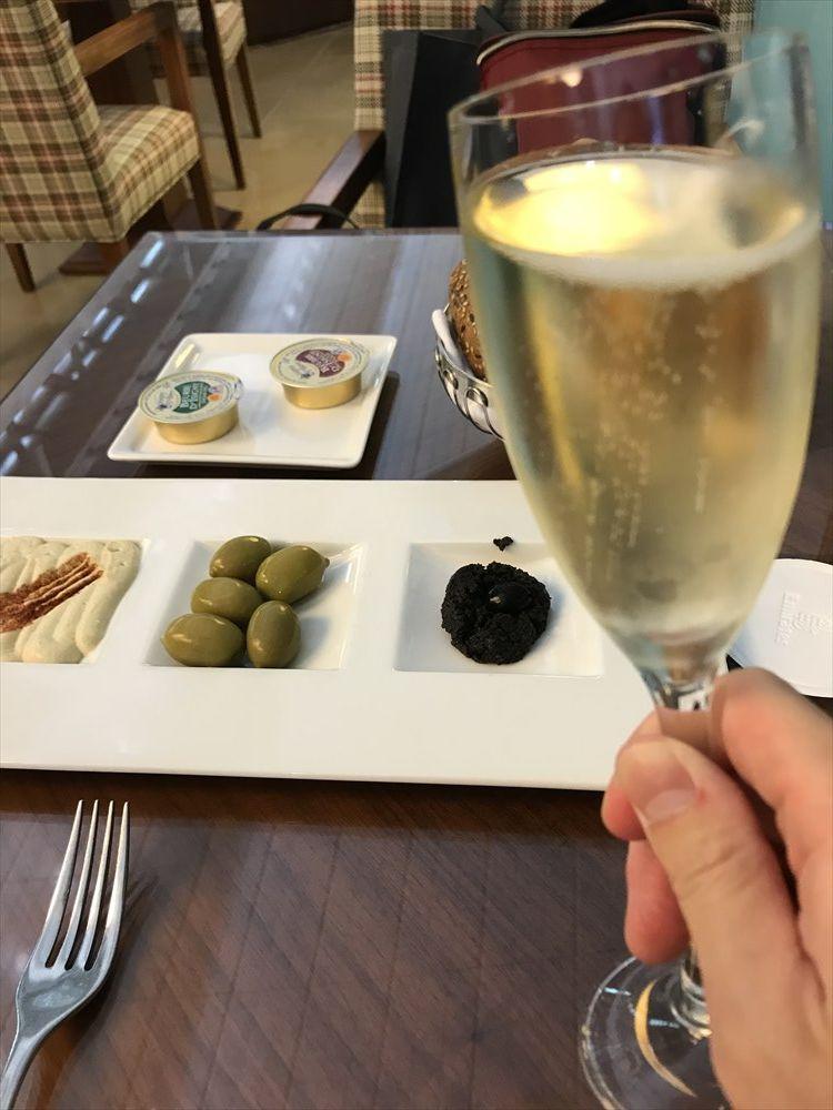 ドバイ空港のエミレーツファーストクラスラウンジのFine Diningのモエ