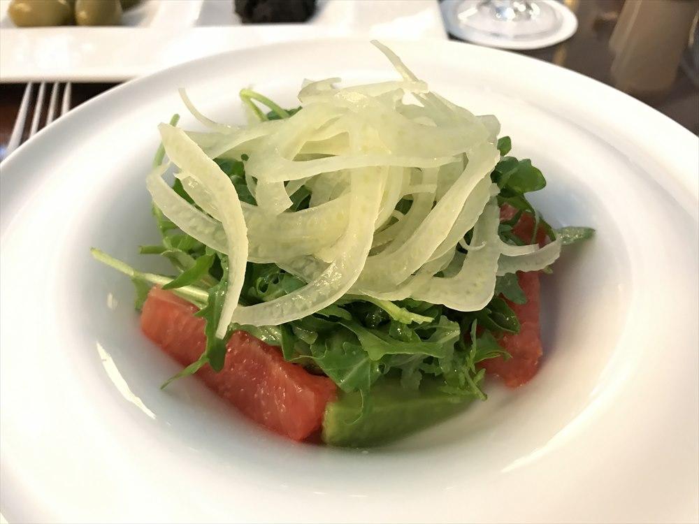 Fine Diningのピンクグレープフルーツとアボカドのサラダ