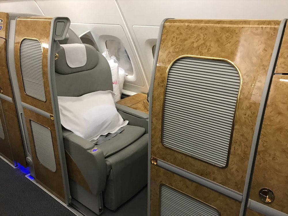 エミレーツEK318便のファーストクラス座席1