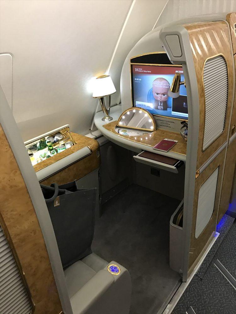 エミレーツEK318便のファーストクラス座席2