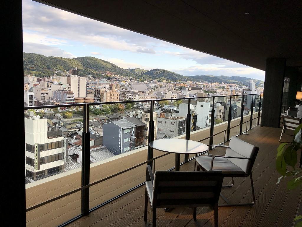 THE GATE HOTEL 京都高瀬川 by HULICの「ANCHOR KYOTO」のテラス席1
