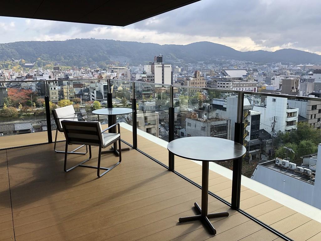 THE GATE HOTEL 京都高瀬川 by HULICのANCHOR KYOTOのテラス席からの絶景1