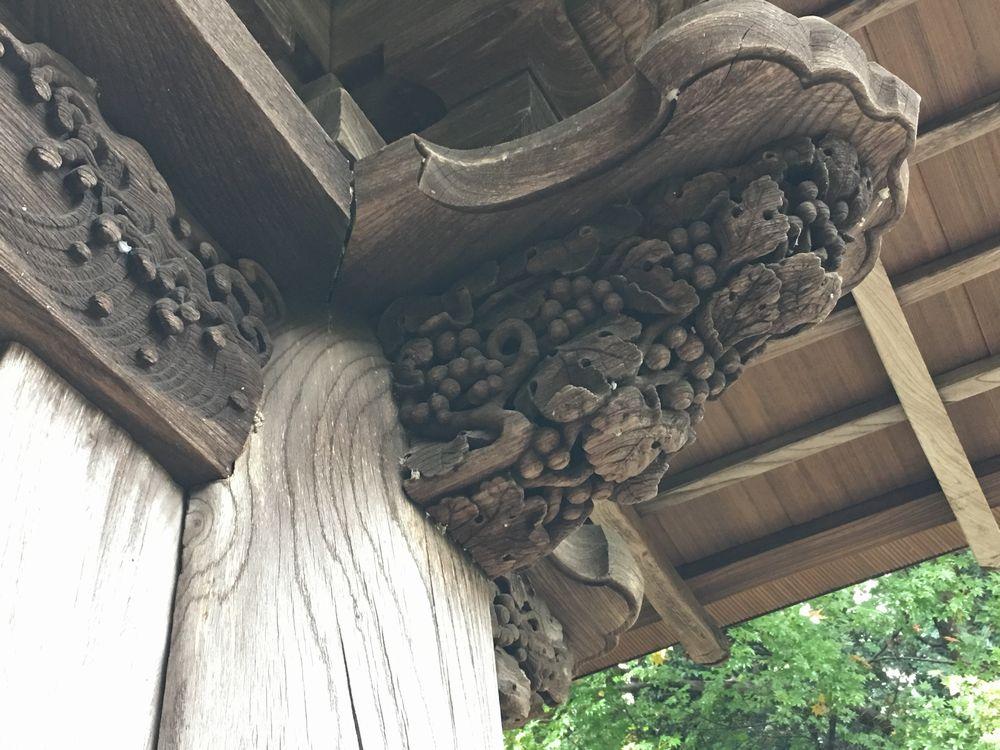 松平治郷政の廟門の葡萄の透かし彫り