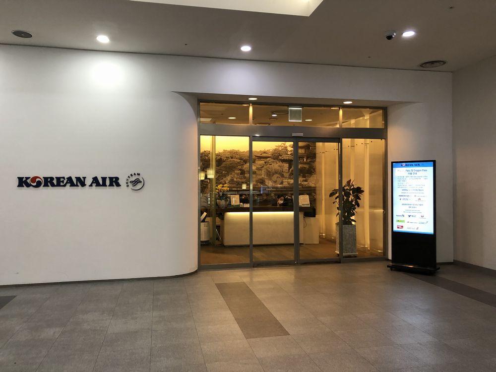 金海空港のKALラウンジの入口