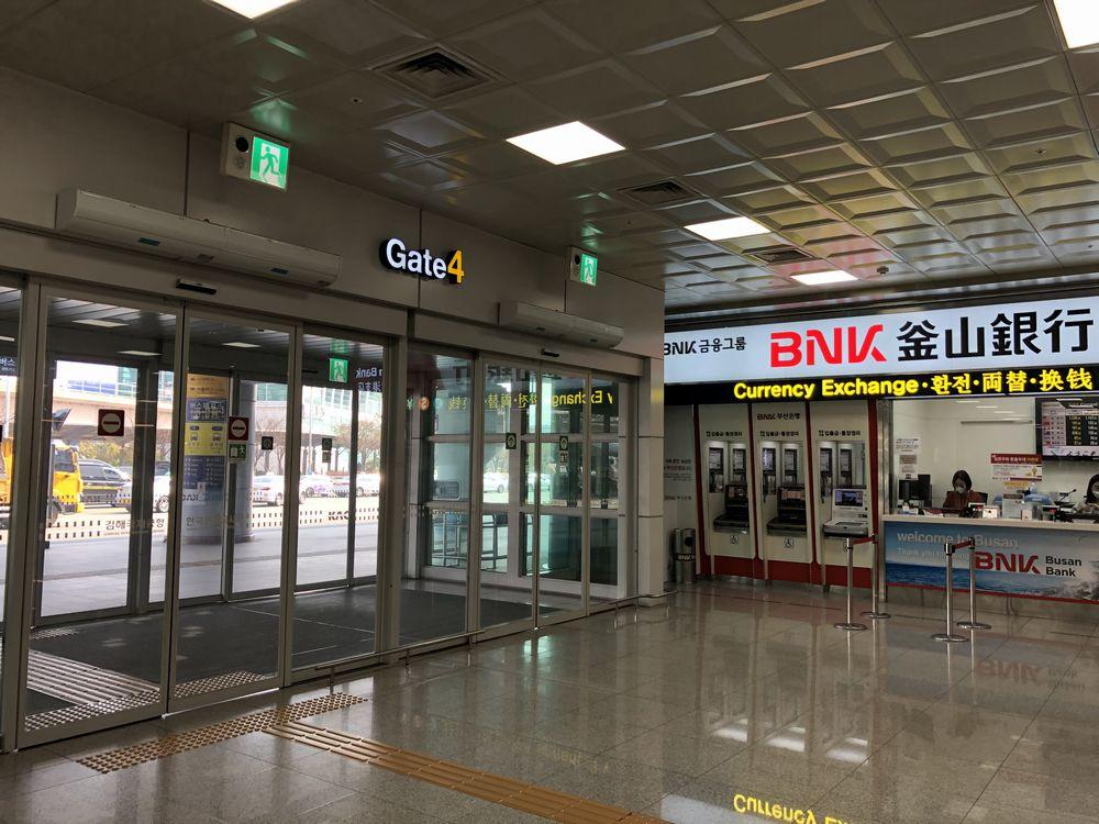 金海空港の4番出口