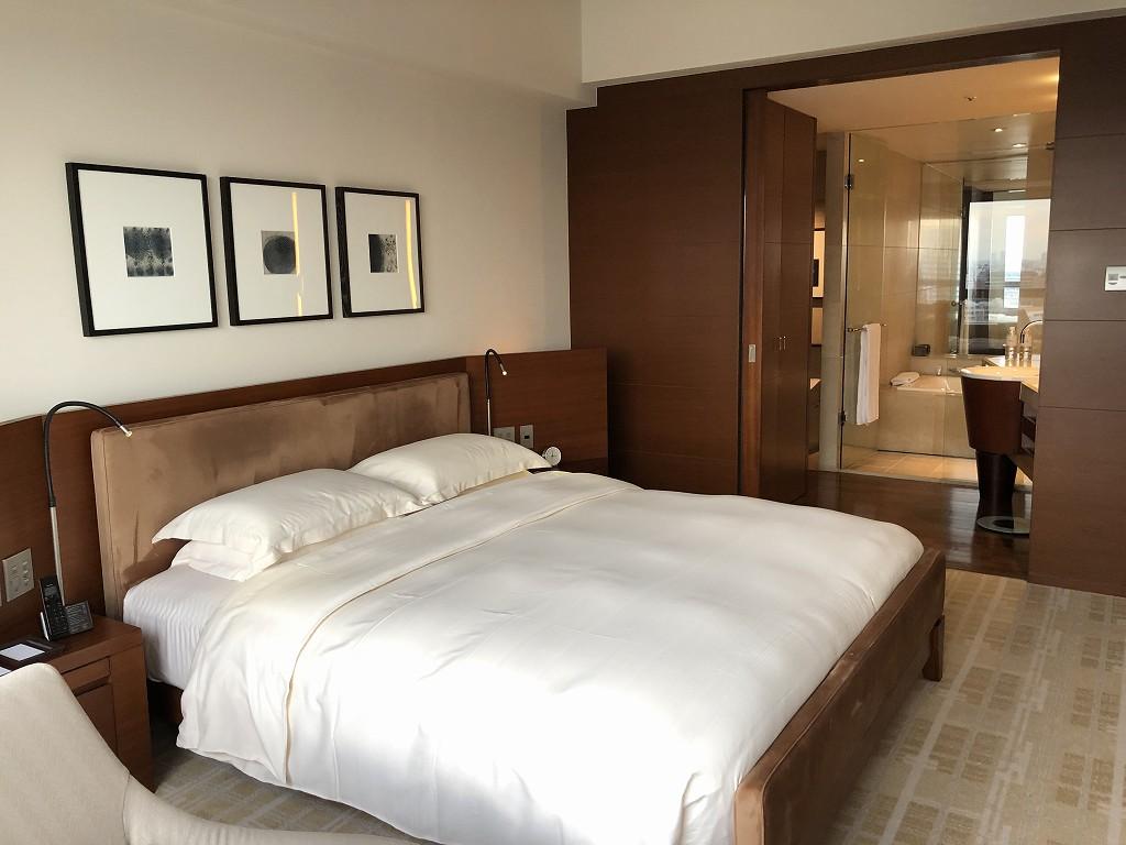 グランドハイアット東京の「クラブキングルーム」のベッド