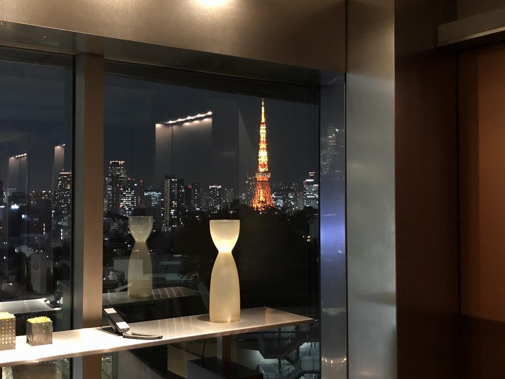 グランドハイアット東京のエレベーターホールから東京タワー