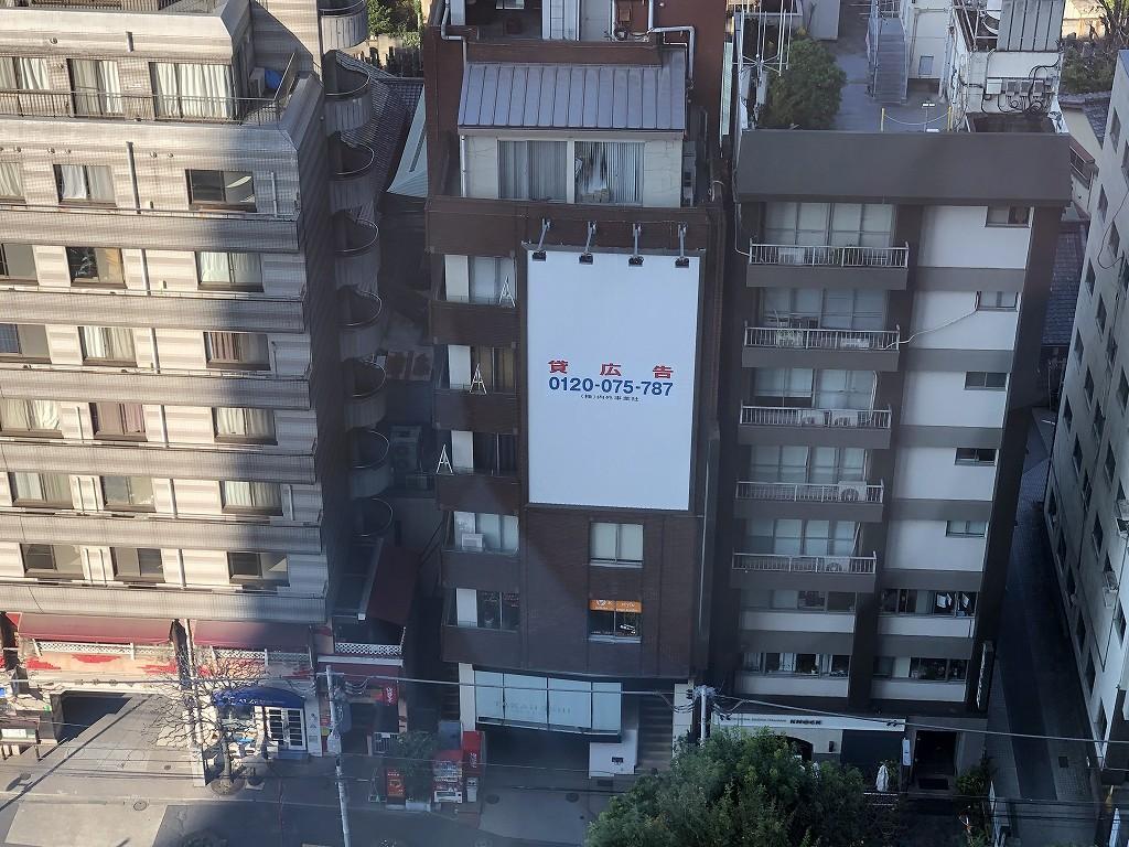 グランドハイアット東京の前のビルの貸広告