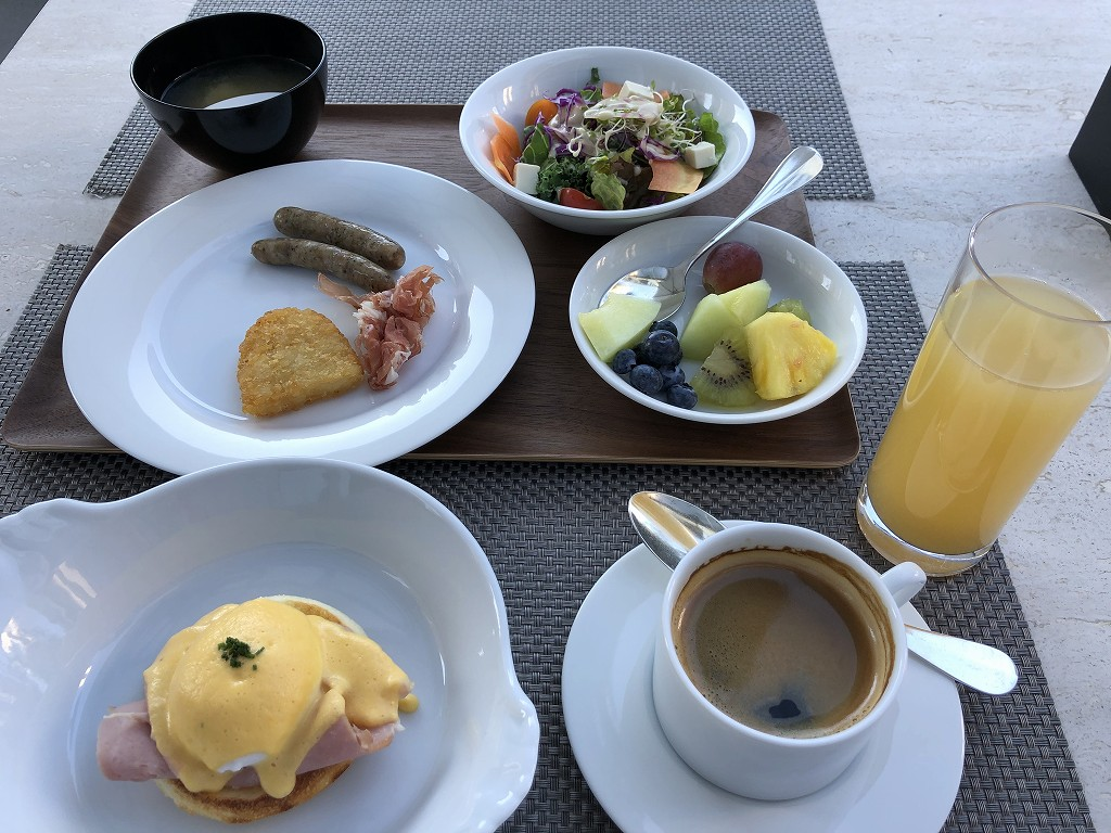 グランドハイアット東京の「フレンチ キッチン」の朝食のエッグベネディクト1