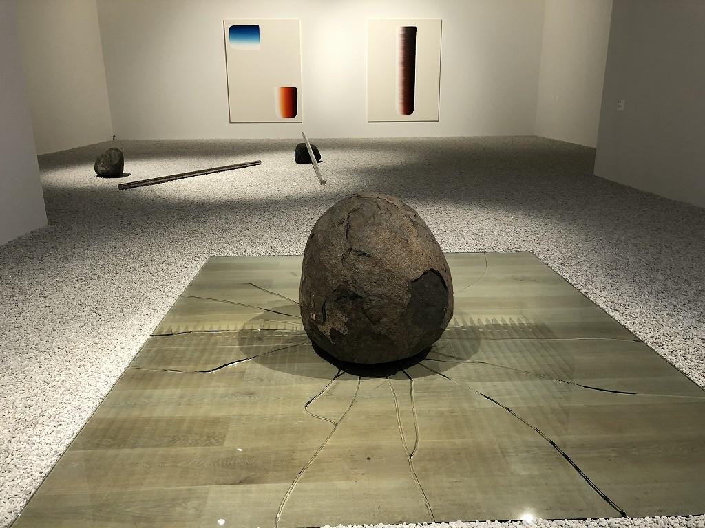 森美術館の「STARS展:現代美術のスターたち―日本から世界へ」の李禹煥の『関係項』と『対話』