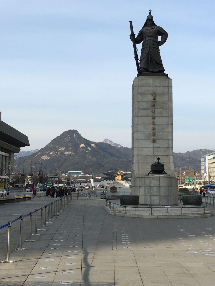 光化門広場の李舜臣像