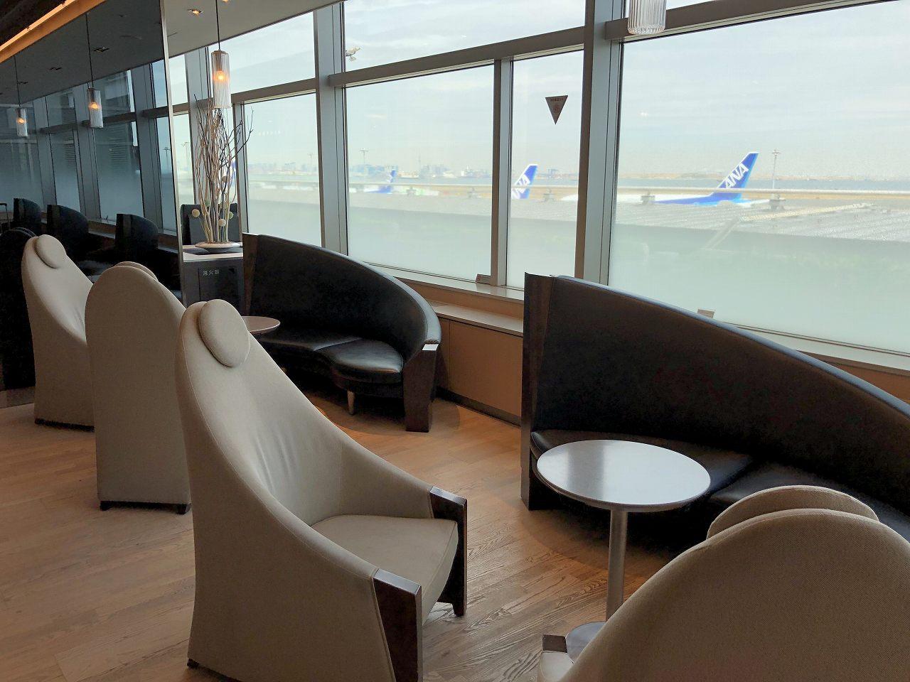 羽田空港のANA LOUNGE(本館北)のソファ席