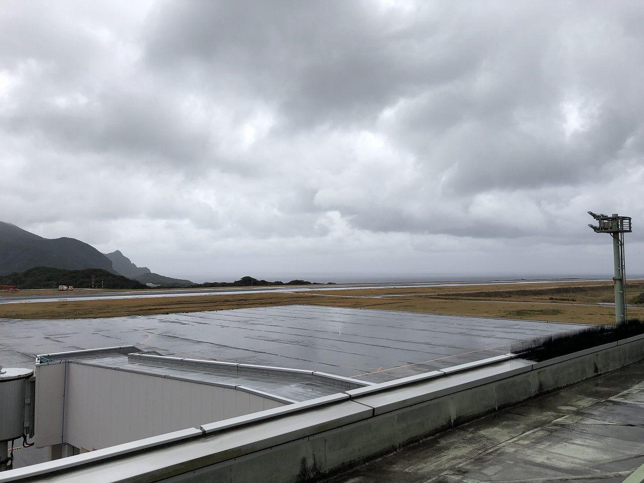 八丈島空港の展望デッキから2