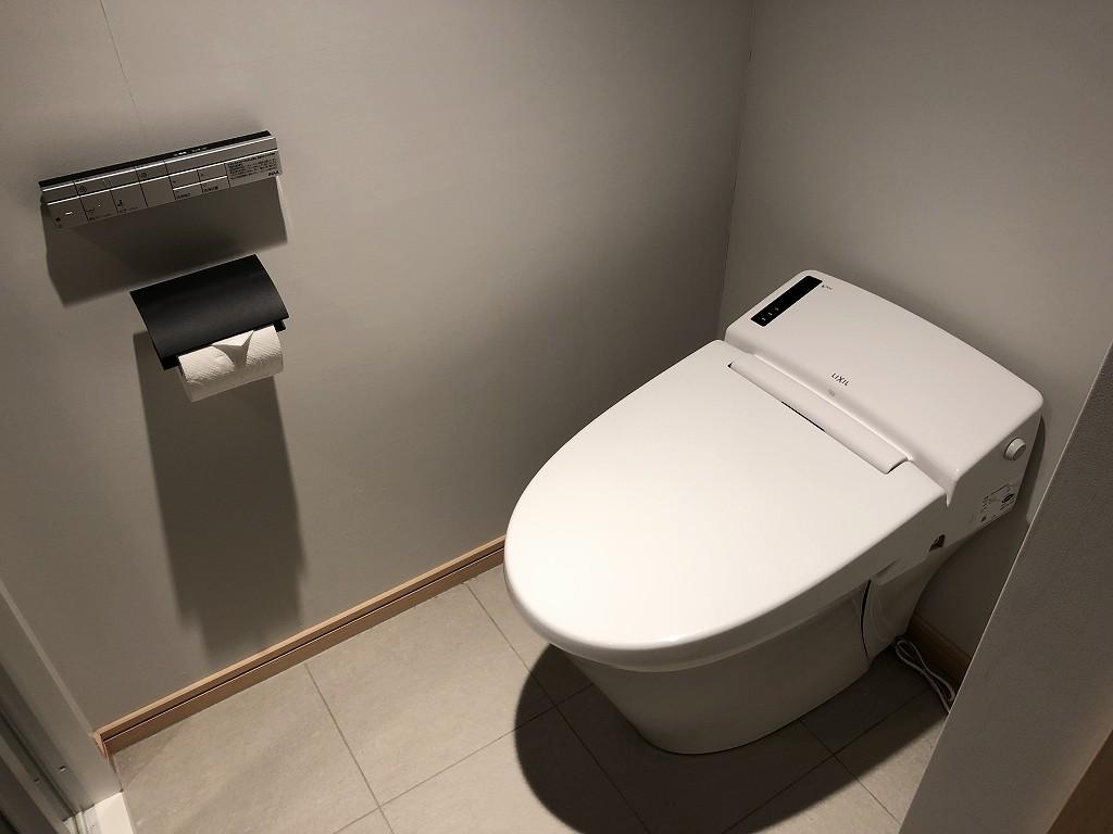 由縁 新宿のセミダブルルームのトイレ