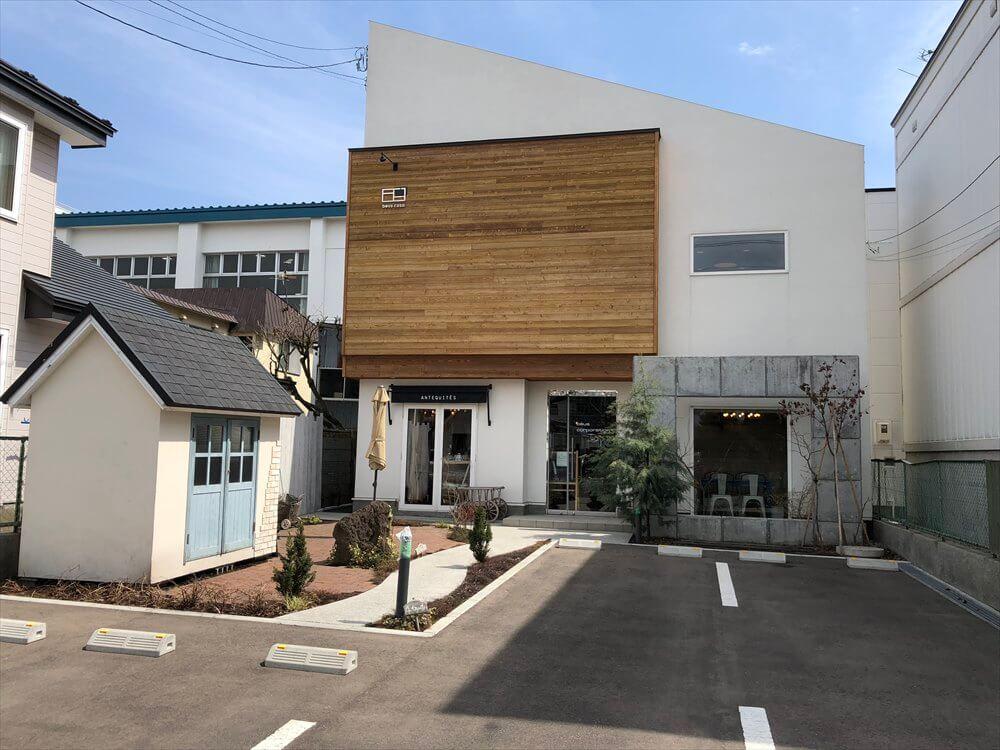 函館市の桜が丘通りのおしゃれなカフェ
