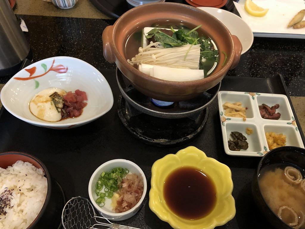 箱根湯本駅の「花さがみ」で昼飯1