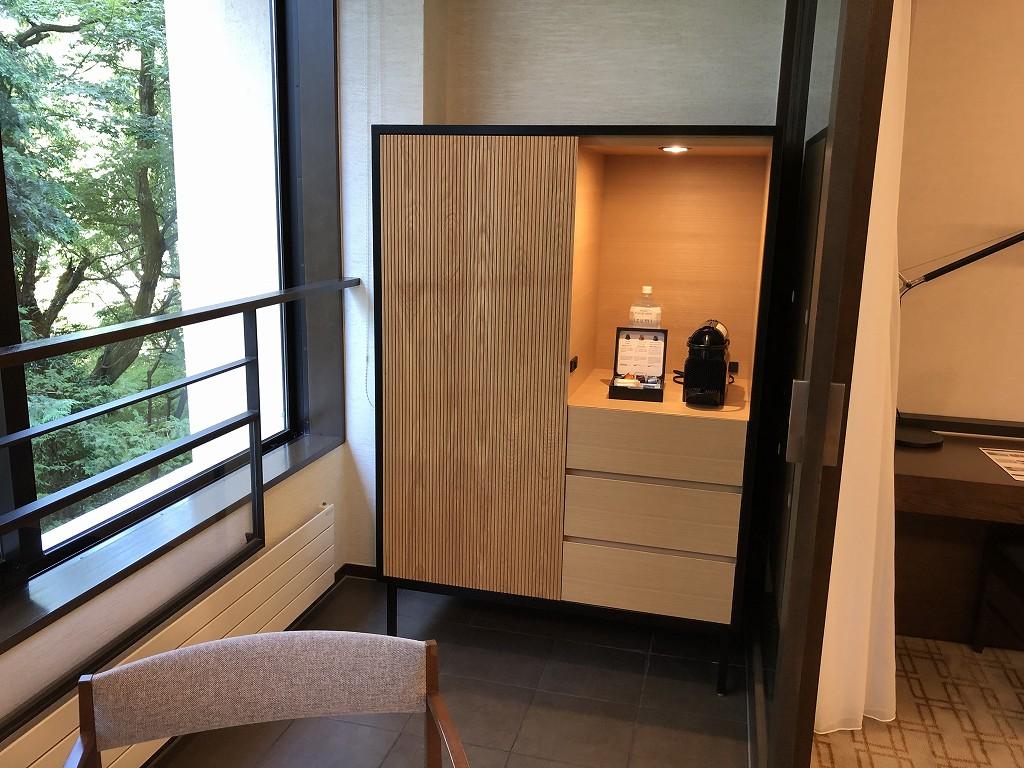 ハイアットリージェンシー箱根リゾート&スパのデラックスツインルームの冷蔵庫1