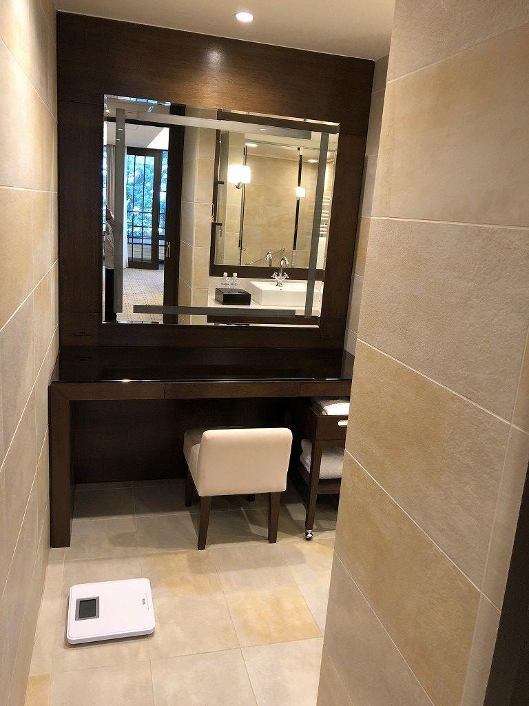 ハイアットリージェンシー箱根リゾート&スパのデラックスツインルームの鏡