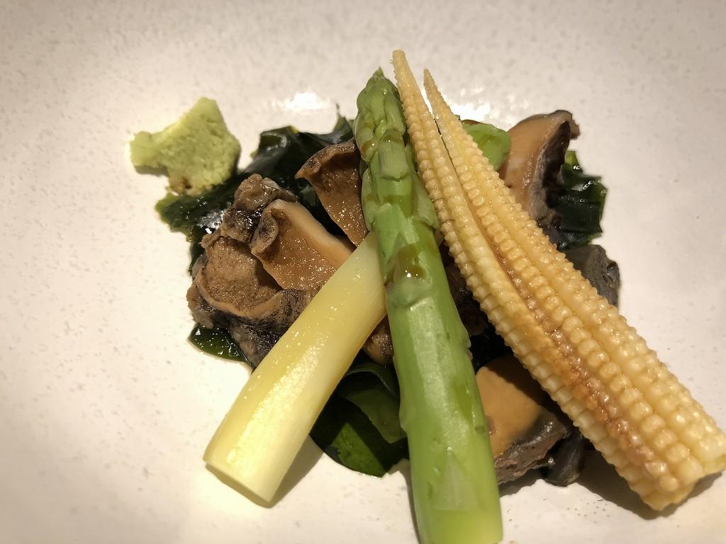 ハイアットリージェンシー箱根リゾート&スパのダイニングルーム鮨の煮アワビ