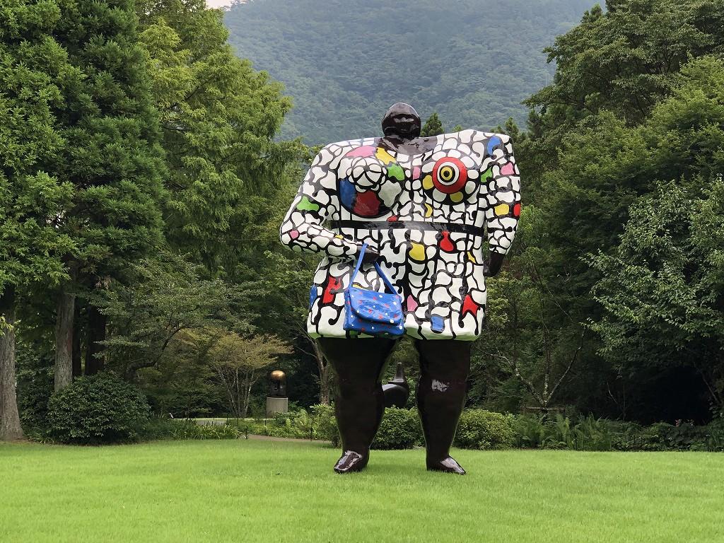 箱根彫刻の森美術館のニキ・ド・サン・ファールの「ミス・ブラック・パワー」2