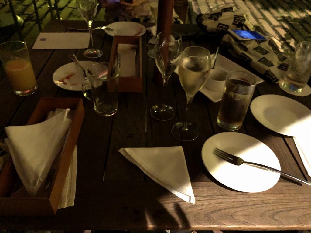 ハイアットリージェンシー箱根リゾート&スパの中庭で飲食